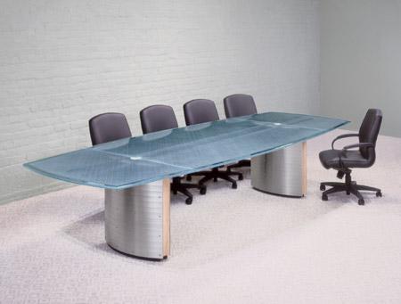 Стол для конференций, о котором стоит поговорить